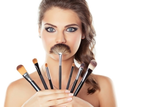 tips-on-how-to-clean-your-makeup-brushes