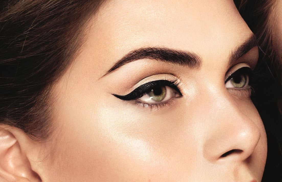 winged cat eye look