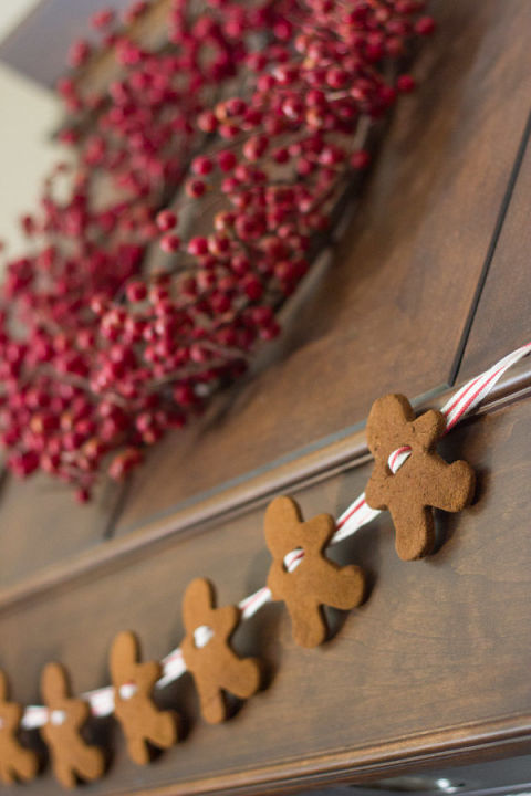 gallery-1444167240-gingerbread-garland