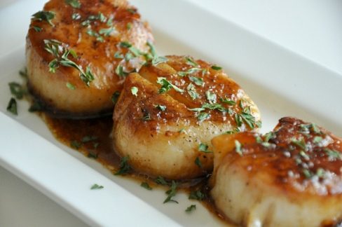seared scallops with parsley