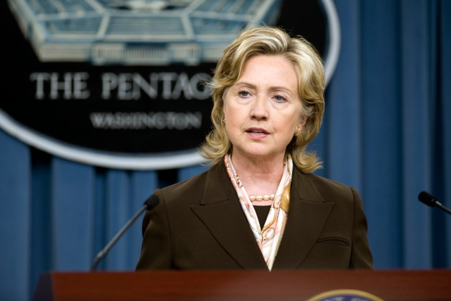 100406-D-7203C-002 Secretary of State Hillary Clinton conducts a briefing on the Nuclear Posture Review with Secretary of Defense Robert M. Gates, Chairman of the Joint Chiefs of Staff Adm. Mike Mullen and Secretary of Energy Steven Chu in the Pentagon on April 6, 2010. DoD photo by Cherie Cullen. (Released)